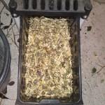 Pasamos los restos de la poda por un biotriturador .